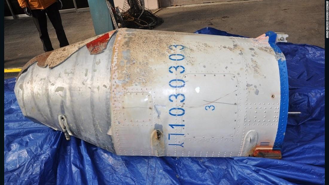 Những hình ảnh đầu tiên về mảnh vỡ tên lửa nghi của Triều Tiên 2