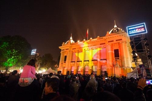Giải trí - Nhà hát lớn Hà Nội biến đổi lạ mắt nhờ công nghệ 3D mapping