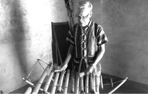 Nhà Rông và đàn Tơ rưng làm nên sự đặc biệt trong đời già làng A Wer 1