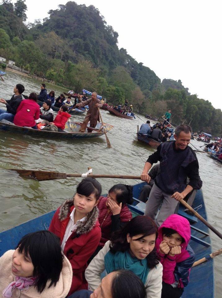 Dòng người ùn ùn chen lấn, trẩy hội chùa Hương 11