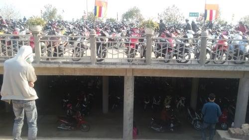 Hàng nghìn khách du lịch tới chùa có chính điện lớn nhất Việt Nam 12