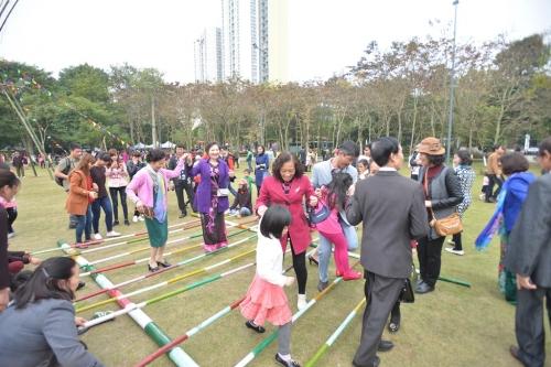 Hàng vạn người háo hức tham gia lễ hội hoa Xuân 15