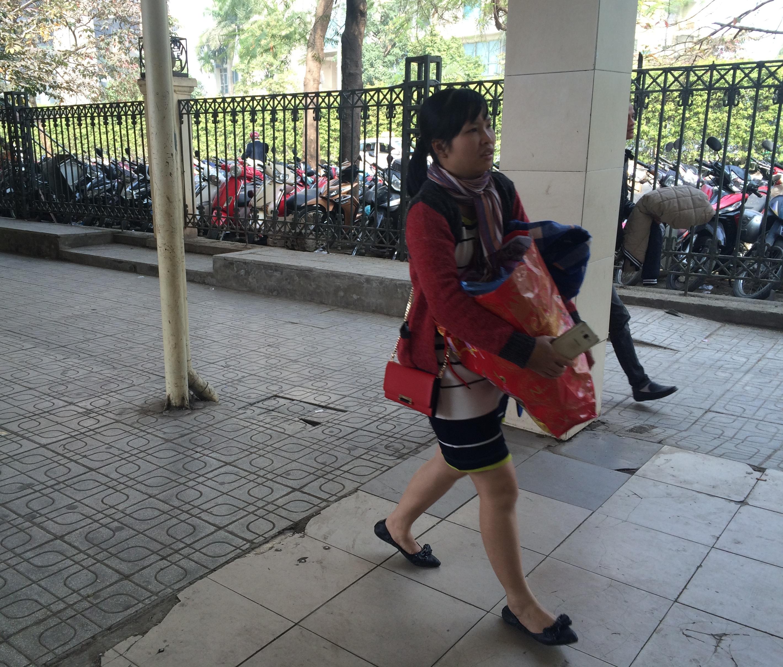 Mùng 5 Tết, người dân lỉnh kỉnh đồ đạc trở lại Thủ Đô 11