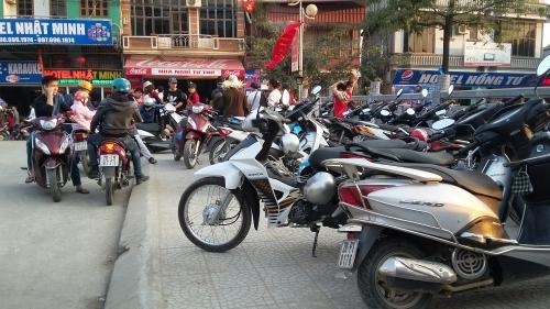 Giá vé gửi xe chùa Hương bị 'đội' lên gấp nhiều lần trước giờ 'G' 3