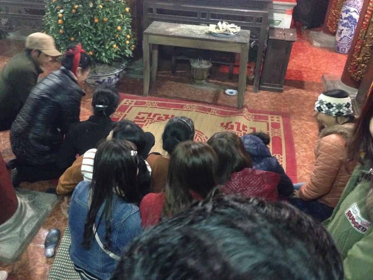 Hải Dương: Dòng người chen chúc xin xăm đầu năm tại lễ hội chùa Bạch Hào 3