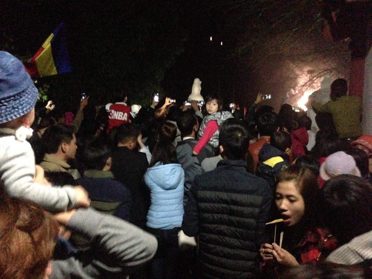Hải Dương: Dòng người chen chúc xin xăm đầu năm tại lễ hội chùa Bạch Hào 6