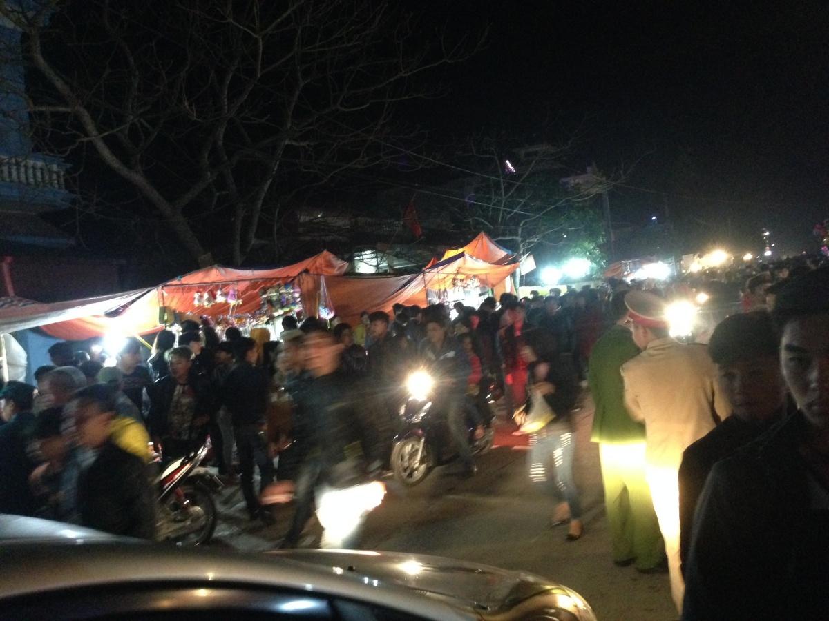 Hải Dương: Dòng người chen chúc xin xăm đầu năm tại lễ hội chùa Bạch Hào 8