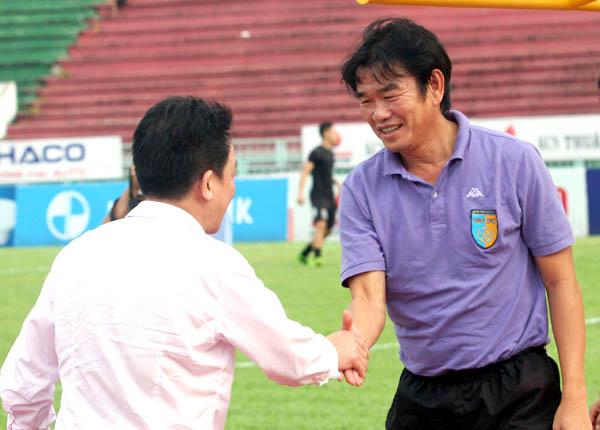 HLV Phan Thanh Hùng bất ngờ chia tay Hà Nội T&T sau 6 năm gắn bó  1