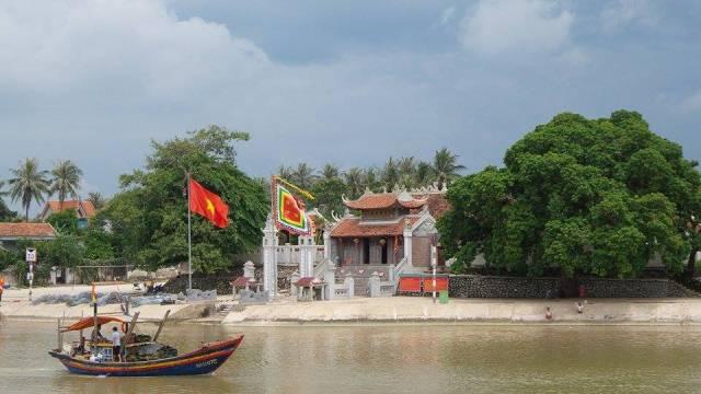 Đi lễ đầu năm tại ngôi đền thiêng nổi tiếng xứ Nghệ 1