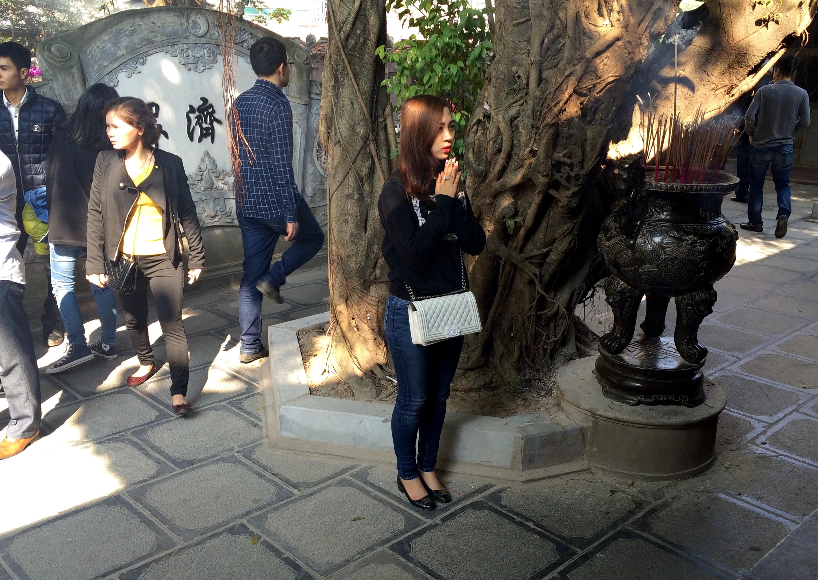Thiếu nữ nô nức đi chùa Hà cầu duyên đầu năm 7