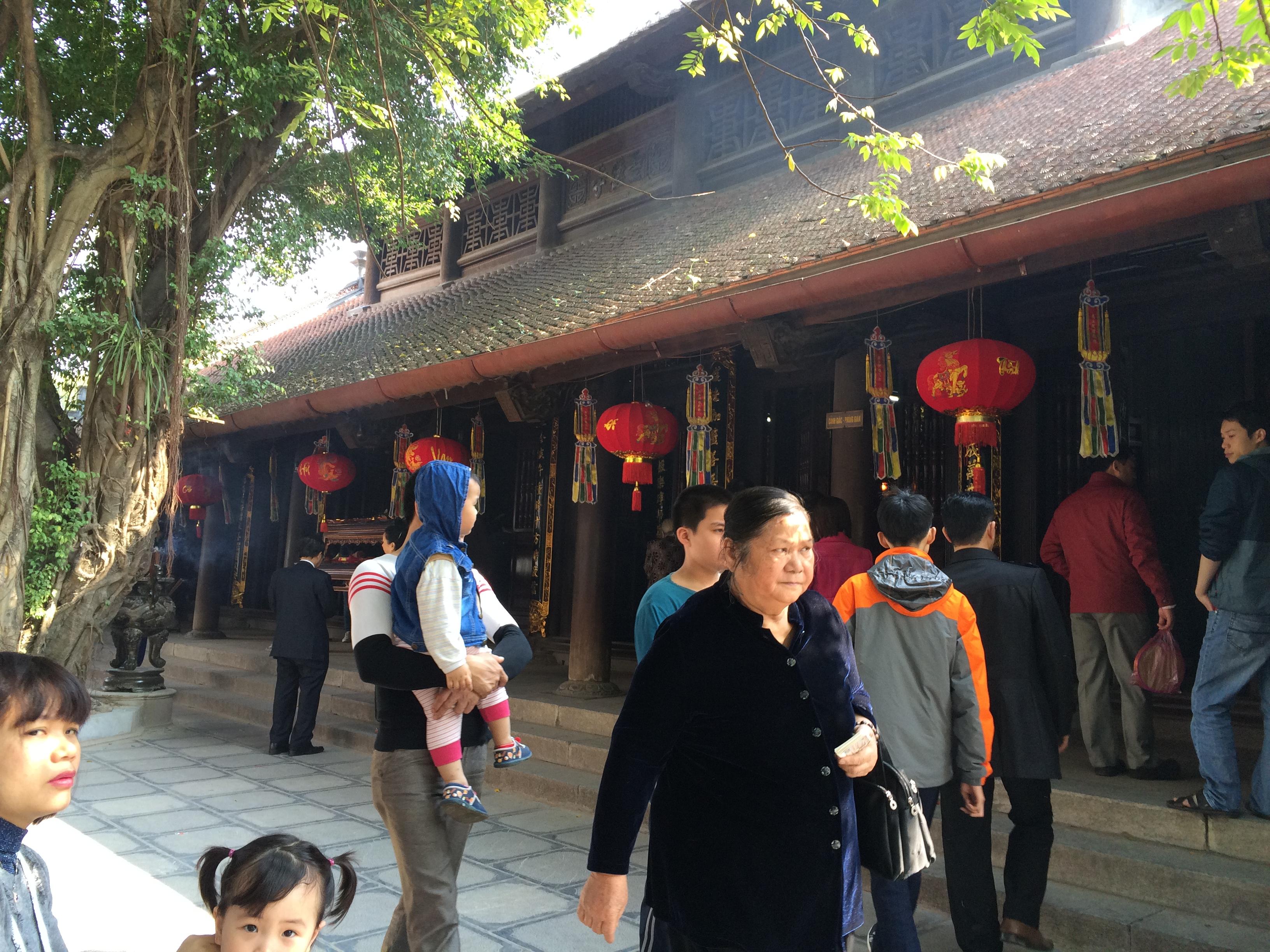 Thiếu nữ nô nức đi chùa Hà cầu duyên đầu năm 5