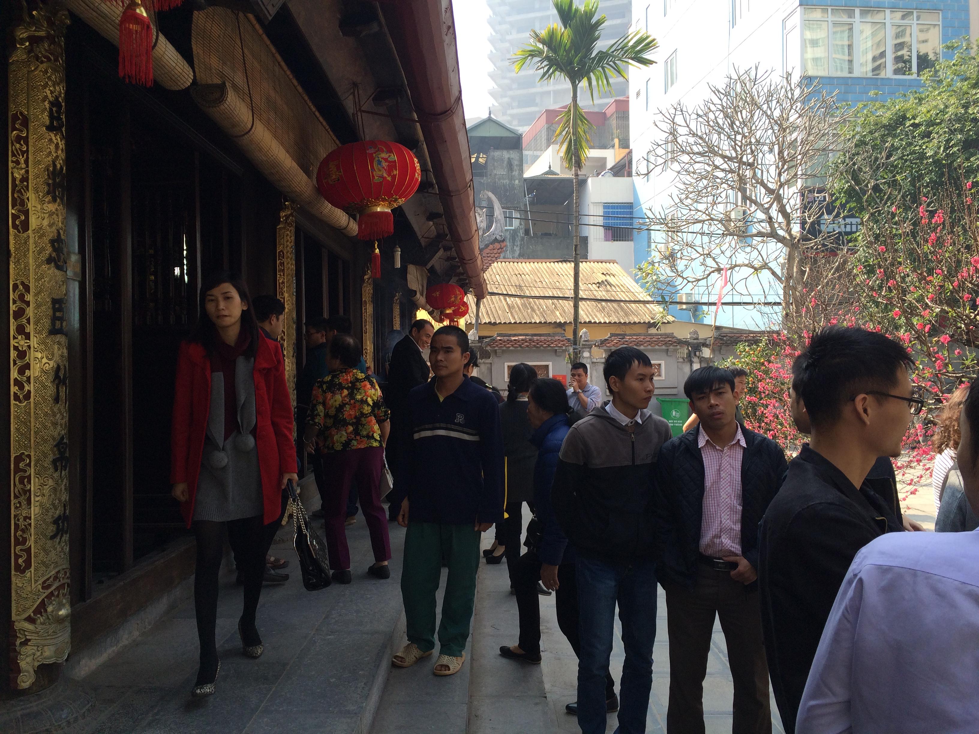 Thiếu nữ nô nức đi chùa Hà cầu duyên đầu năm 6