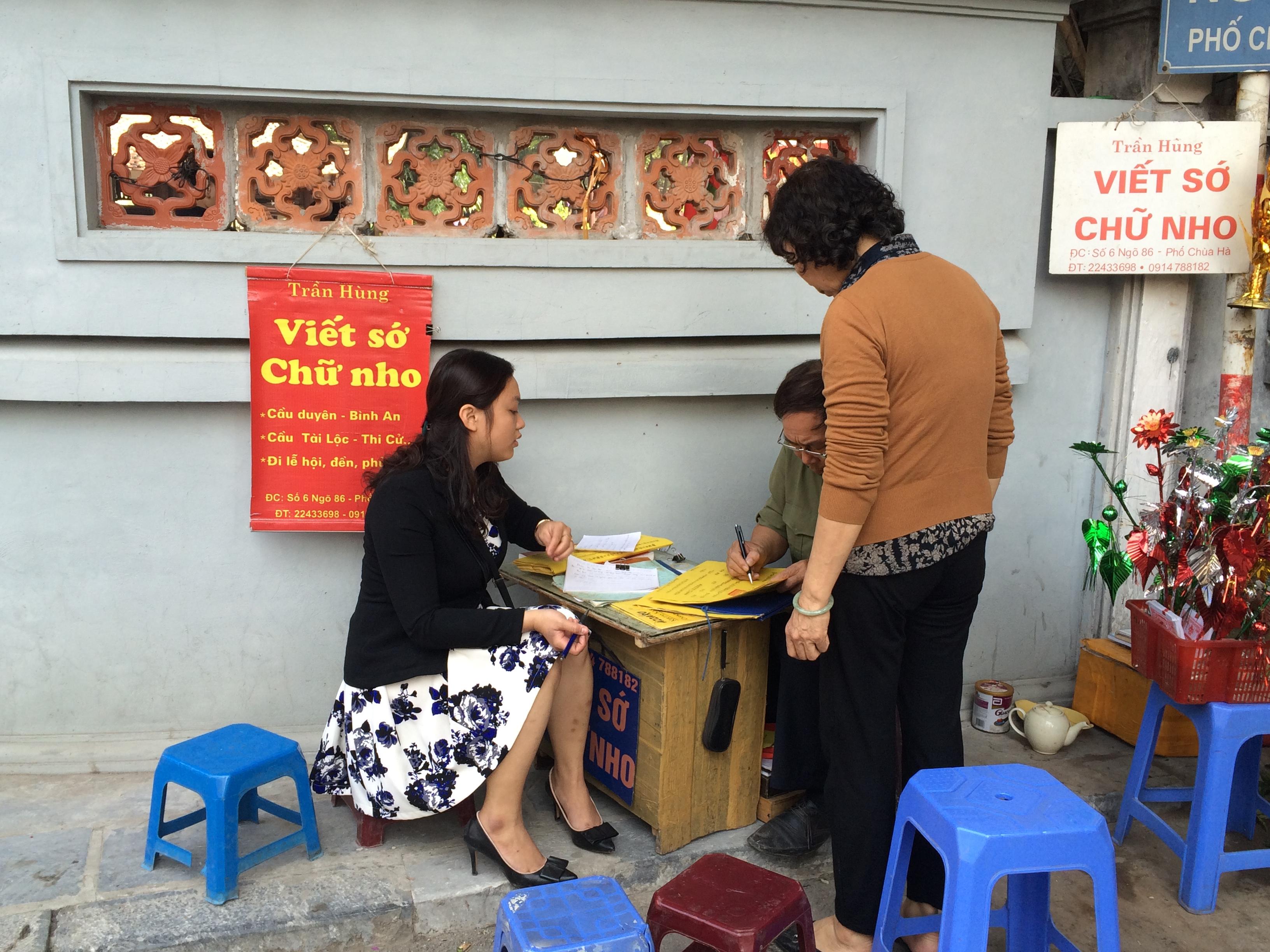 Thiếu nữ nô nức đi chùa Hà cầu duyên đầu năm 2