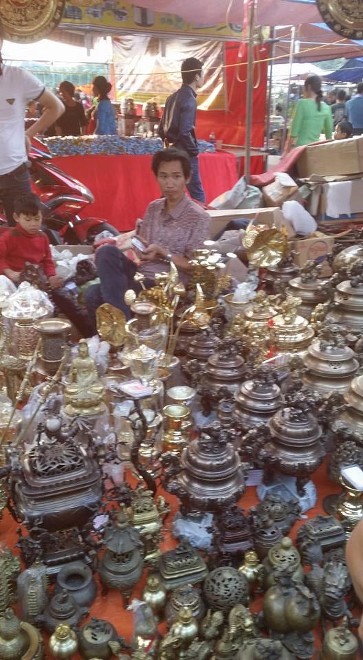 Hình ảnh Chợ Viềng Nam Định chật cứng người mua may, bán rủi số 8