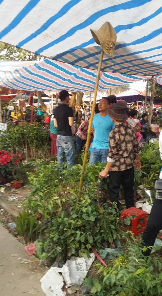 Hình ảnh Chợ Viềng Nam Định chật cứng người mua may, bán rủi số 2