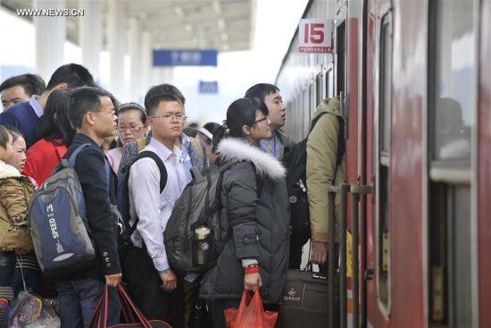 Cảnh nhà ga đông nghịt sau khi hết Lễ hội Xuân ở TQ 2