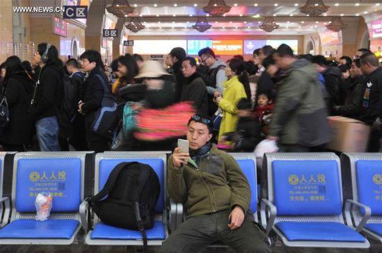 Cảnh nhà ga đông nghịt sau khi hết Lễ hội Xuân ở TQ 4