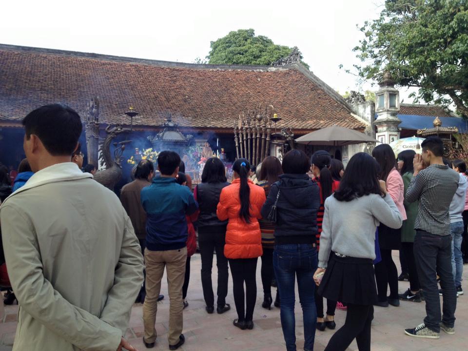 Người dân khắp nơi đổ về đền Trần Nam Định đầu năm  5