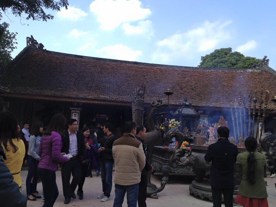 Người dân khắp nơi đổ về đền Trần Nam Định đầu năm  7