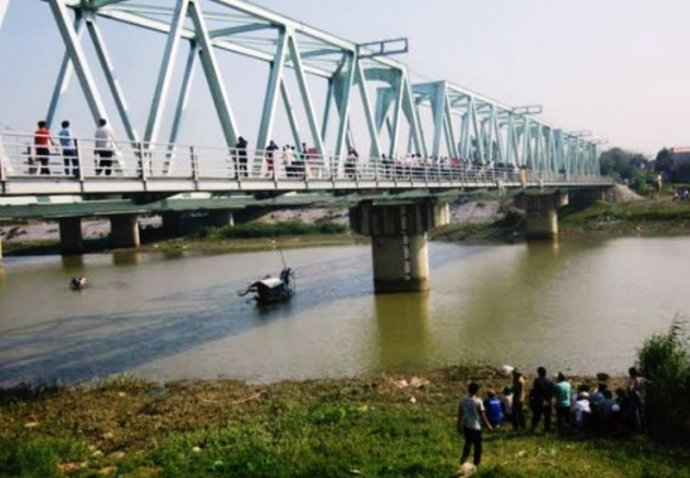 Hình ảnh 2 vụ nhảy cầu tự tử ở Thanh Hóa: Tìm thấy thi thể thứ 4 số 1