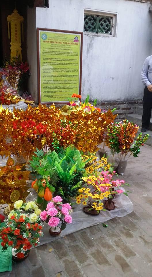 Hình ảnh Chợ Viềng Nam Định chật cứng người mua may, bán rủi số 9