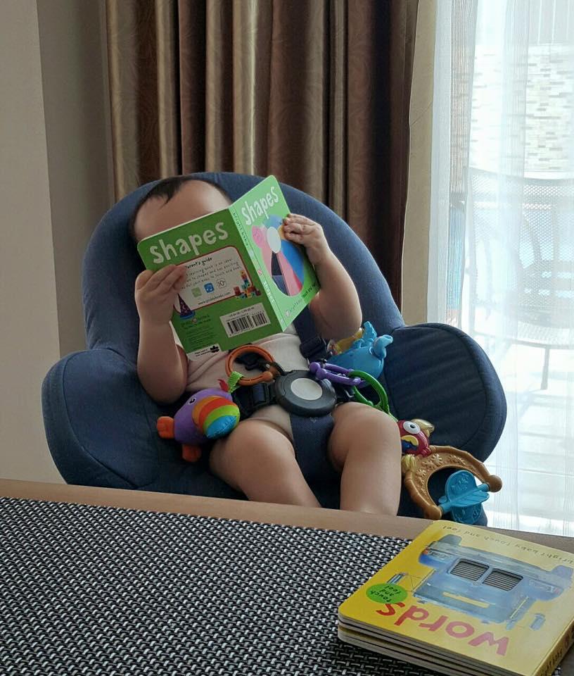 Thu Minh khoe ảnh con trai đọc sách cực đáng yêu 1