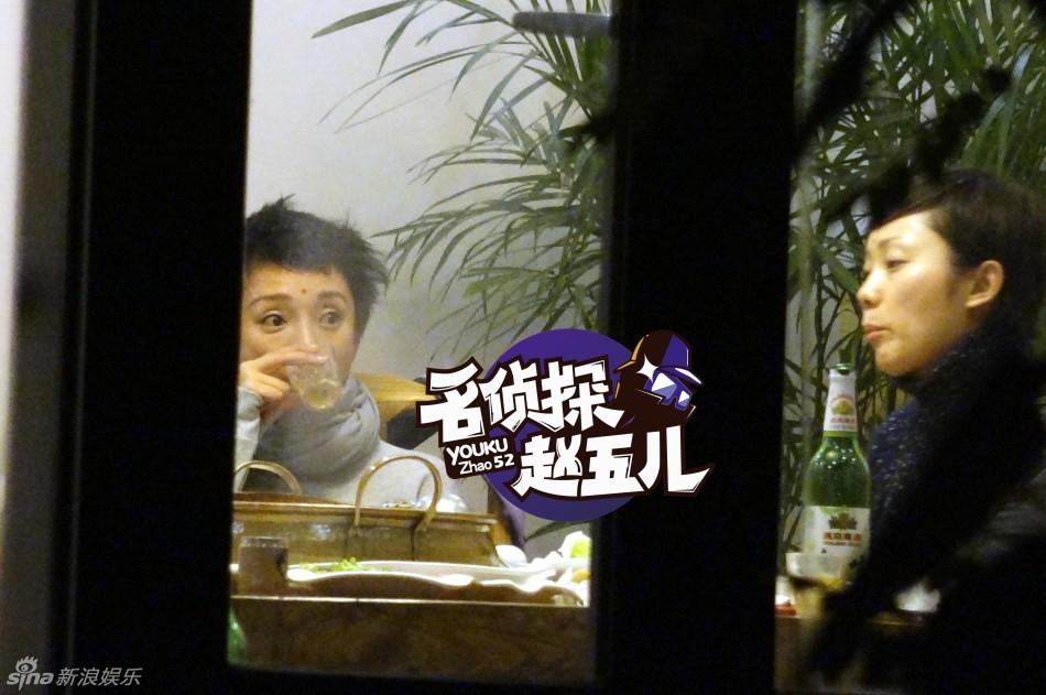 Ngỡ ngàng với hình ảnh Châu Tấn thản nhiên hút thuốc, uống rượu 8