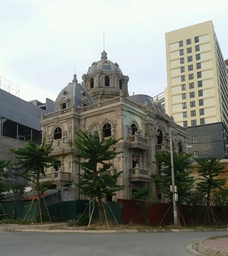 """Biệt thự """"khủng"""" của nữ đại gia Lào Cai bị bỏ hoang 3"""