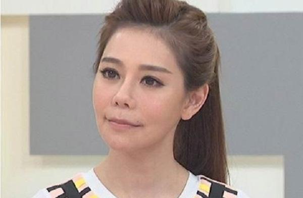 MC đau đớn trải qua 60 lần dao kéo để giống Kim Tae Hee 1