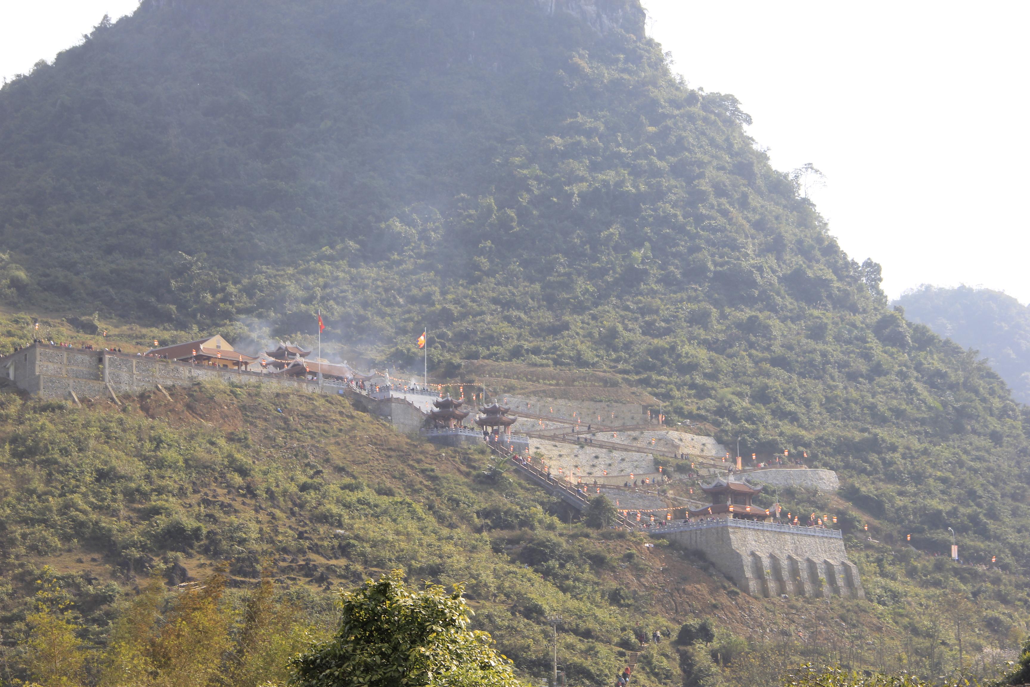 Thăm ngôi chùa trấn ải biên cương tổ quốc 1