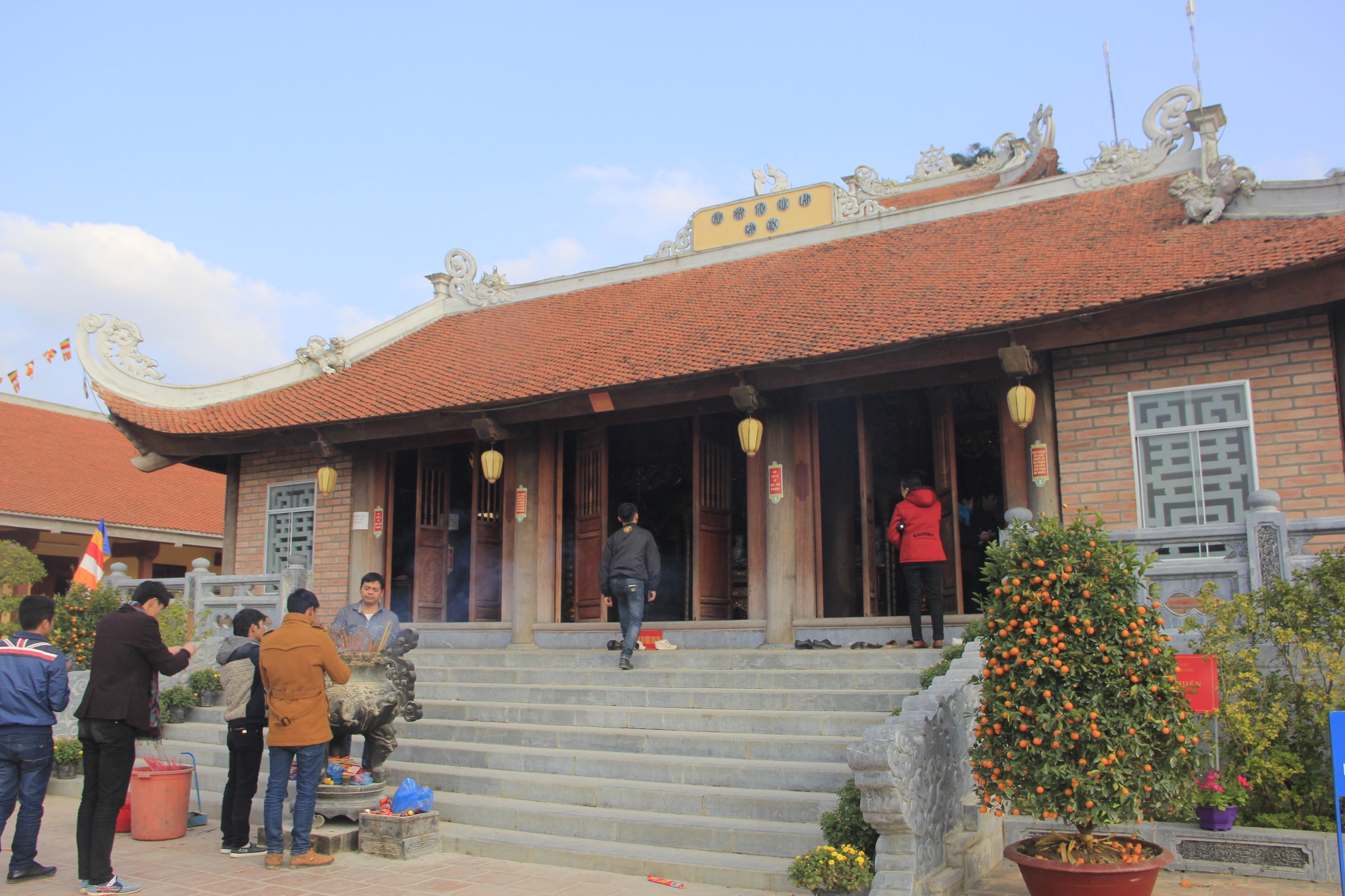 Thăm ngôi chùa trấn ải biên cương tổ quốc 2