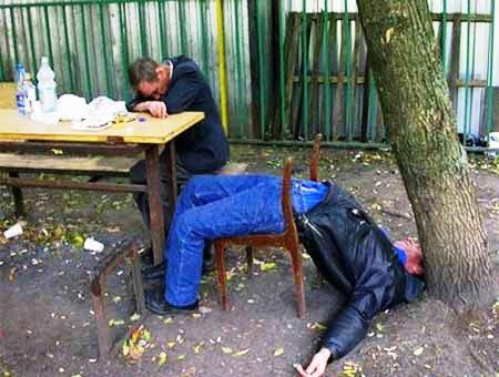 Gọi bạn về nhà uống rượu rồi đánh nhau đến chết 1