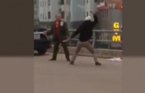 Video: Thanh niên cầm hung khí chém người tới tấp ở Thanh Oai 1