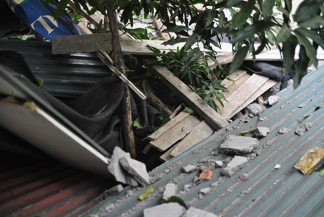Đình chỉ công trình xây dựng rơi bê tông vào 3 nhà dân 1