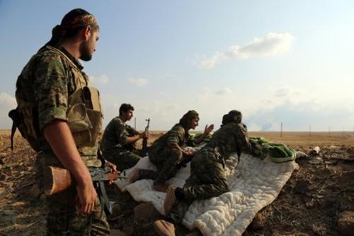 Liên minh nổi dậy chiếm được thành trì IS, Raqqa bị cô lập 1