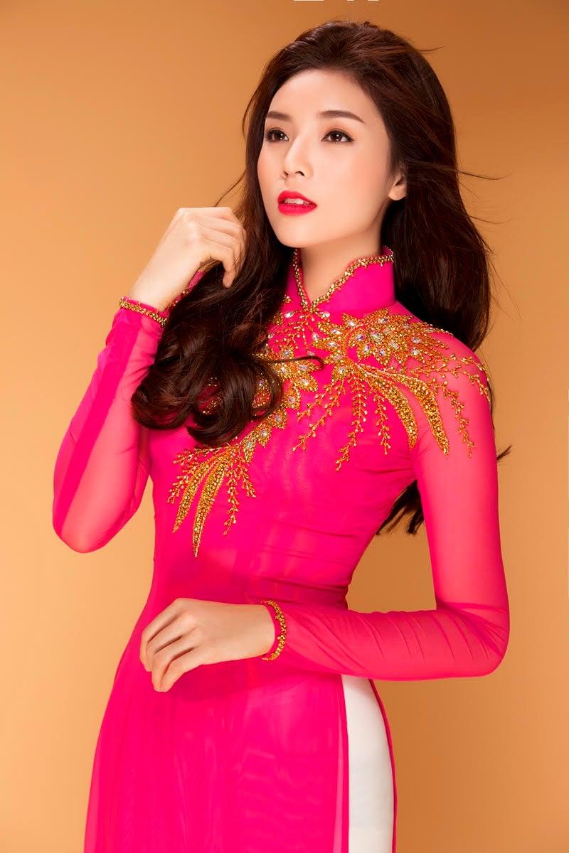 Hoa hậu Kỳ Duyên bất ngờ làm giám khảo 3