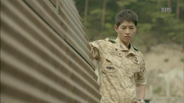 Hậu Duệ Mặt Trời tập 2: Song Joong Ki nói lời tạm biệt Song Hye Kyo sau buổi hẹn hò đầu tiên 9
