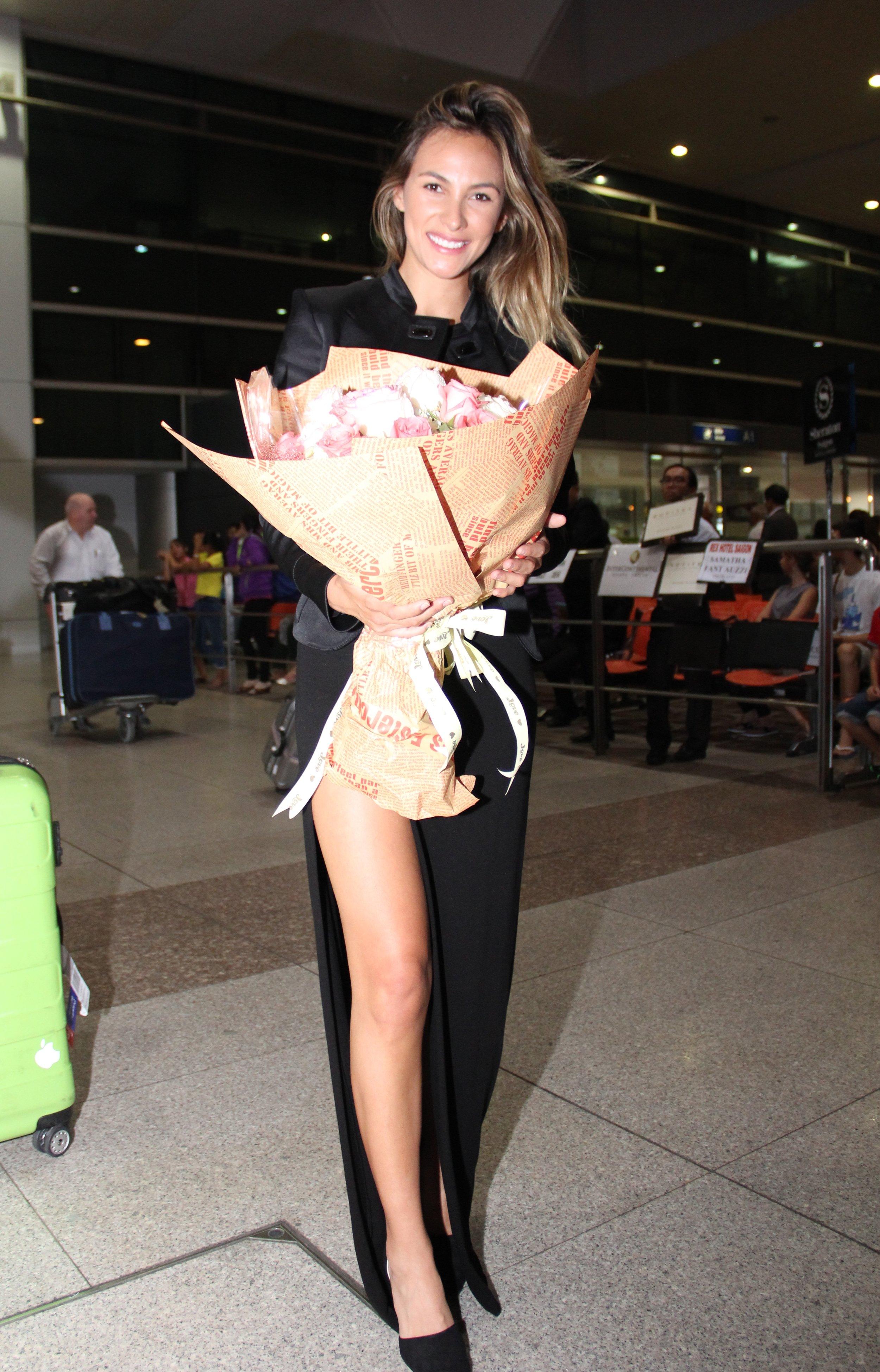 Hoa hậu Venezuela rạng rỡ tại sân bay TP. Hồ Chí Minh 1