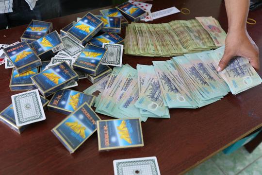 Phá ổ bạc 'khủng' trong công ty, thu gần 100 triệu đồng 1