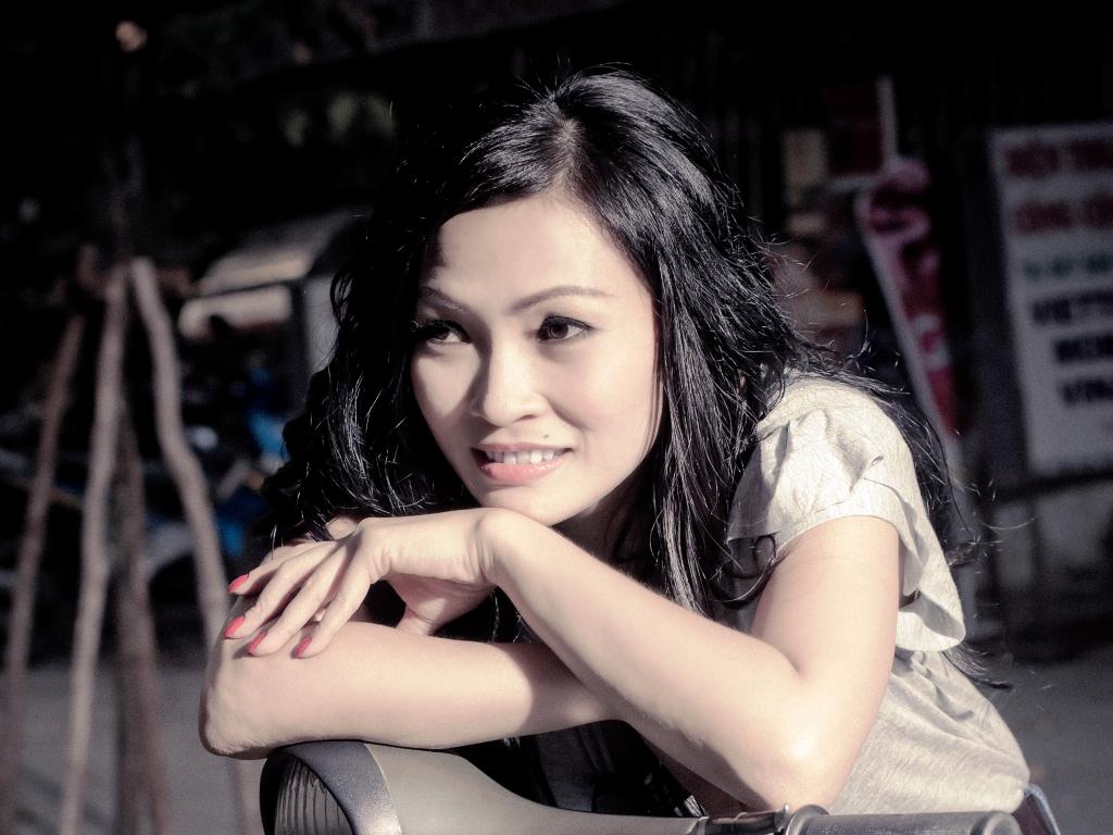 Phương Thanh lấy nước mắt khán giả khi hát 'Ca dao mẹ' dưới mưa 1