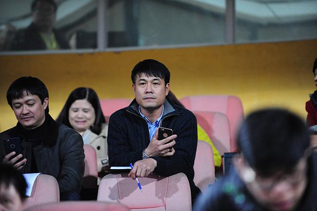 HLV Hữu Thắng dự khán trận trong ngày Hà Nội T&T thua Than Quảng Ninh  1