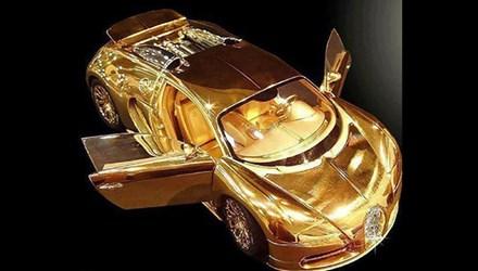 Cận cảnh mô hình siêu xe Bugatti Veyron dát vàng giá 70 tỷ đồng 1