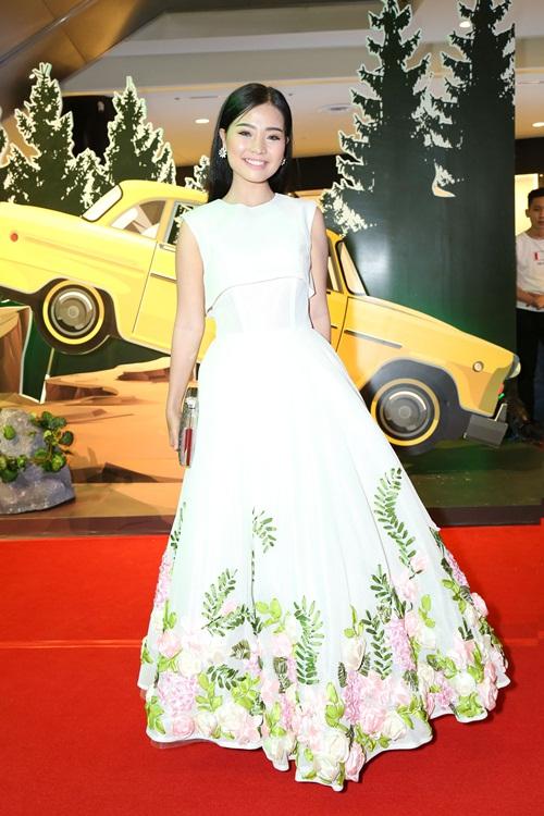 Angela Phương Trinh hóa 'Thanh xà' đi sự kiện 10
