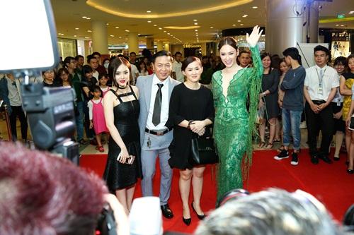 Angela Phương Trinh hóa 'Thanh xà' đi sự kiện 4