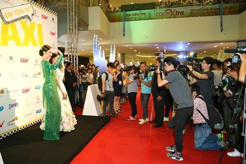 Angela Phương Trinh hóa 'Thanh xà' đi sự kiện 5