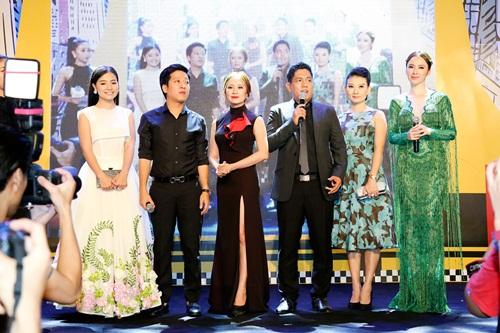 Angela Phương Trinh hóa 'Thanh xà' đi sự kiện 6