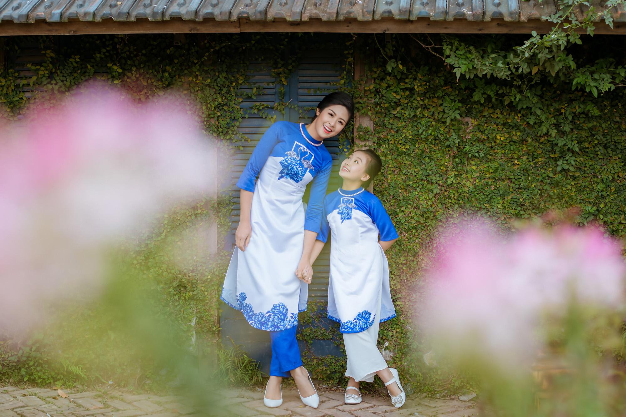 Ngọc Hân cùng con gái nuôi diện áo dài đôi tại Lễ hội áo dài 2016 3
