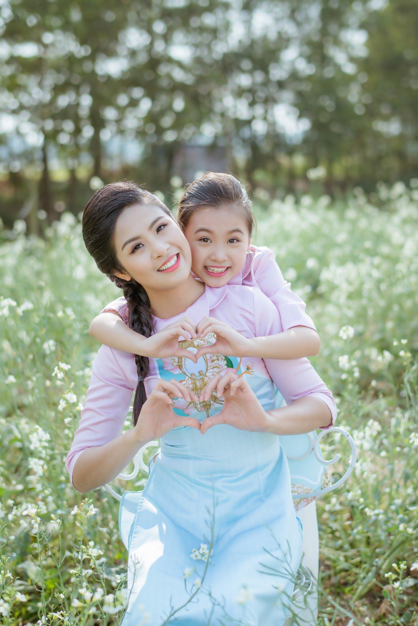 Ngọc Hân cùng con gái nuôi diện áo dài đôi tại Lễ hội áo dài 2016 5