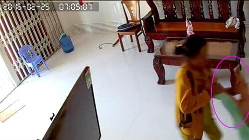Bé trai 8 tháng tuổi bị giúp việc bạo hành tàn nhẫn 4