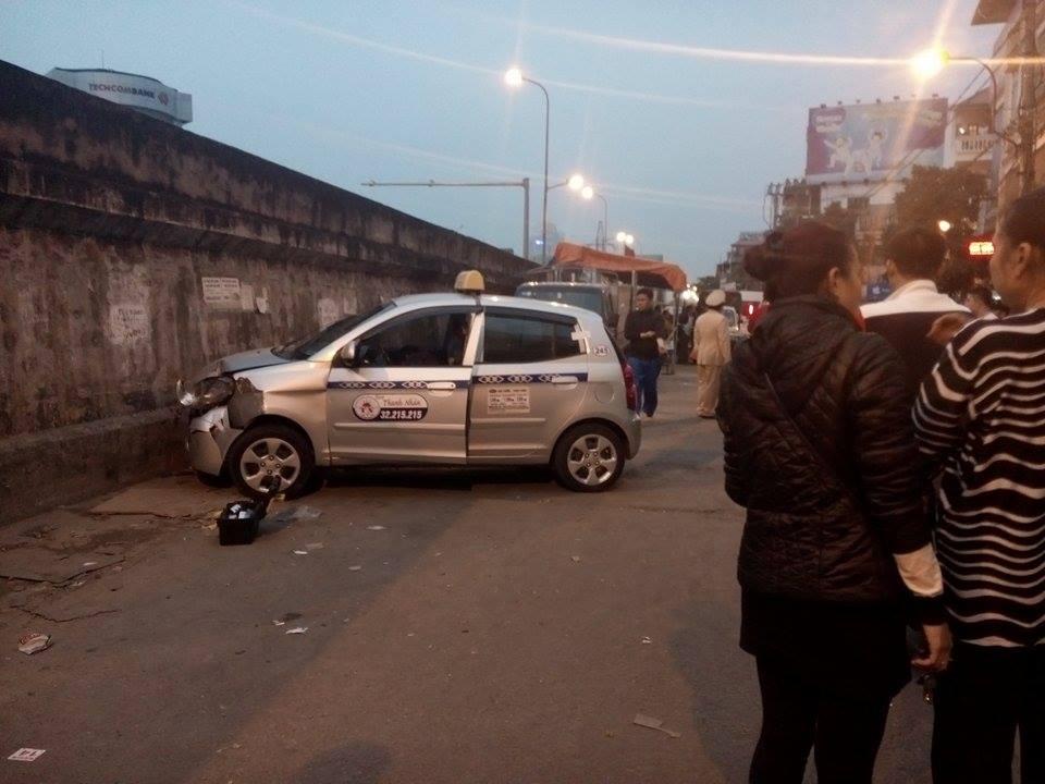 """Hai bà cháu bị taxi """"điên"""" đâm ở Hà Nội: Danh tính nạn nhân 1"""